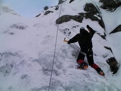 硫黄岳のジョウゴ沢でアイスクライミング体験
