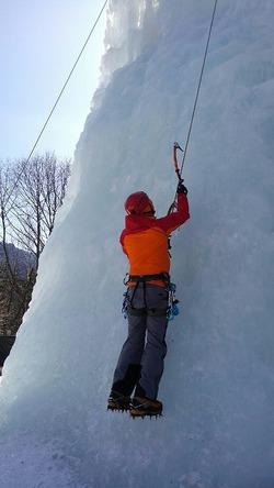 岩根山荘でアイスクライミング!トップロープで何本も練習できました♪