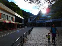 まだ暑い9月、高尾山から城山まで幼子背負って往復。