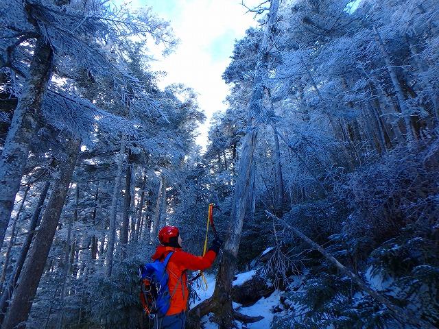 兄と1月にテント1泊の硫黄岳登山へ。予想以上に雪少なく暖冬の影響に驚く
