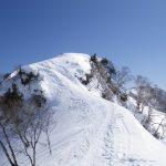 天神尾根の途中で雪洞を掘り始める!
