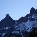 赤岳山頂へ 山頂付近は非常に強い風